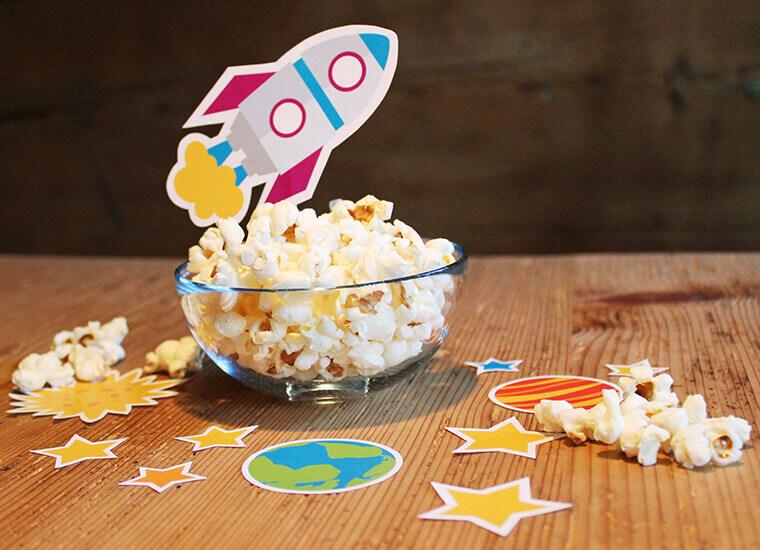 Astronauten-Party: tolle Motive als Streudeko und Dekoration für die Snacks