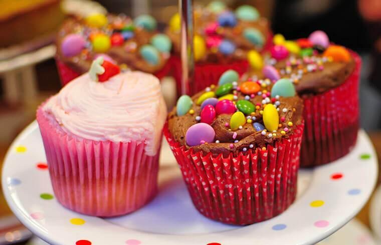Snack-Ideen: Bunte Muffins für den Kindergeburtstag