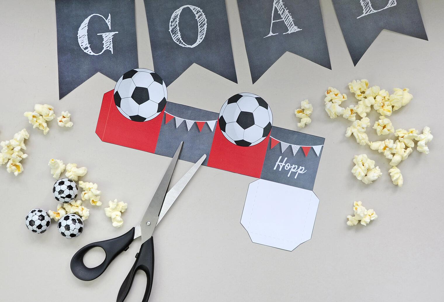 Bastelbogen Fussball-Party, Popcornbox und Wimpel