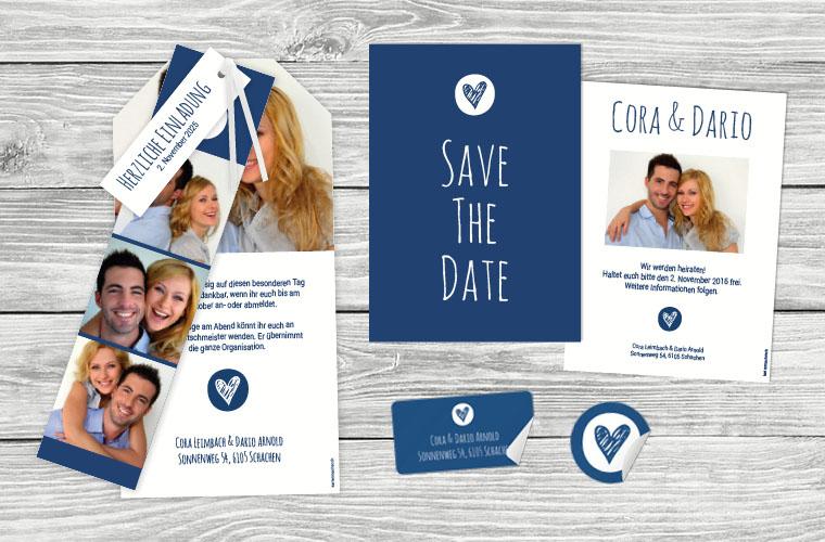 Hochzeitskarte Cora-Dario als Kartentrio und daneben die Save the Date Karte in Classic Blue